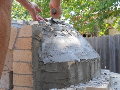 Building the dome of a wood-fired oven in Texas