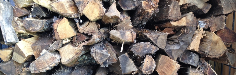 Season wood for fueling a wood-burning oven or pizza oven