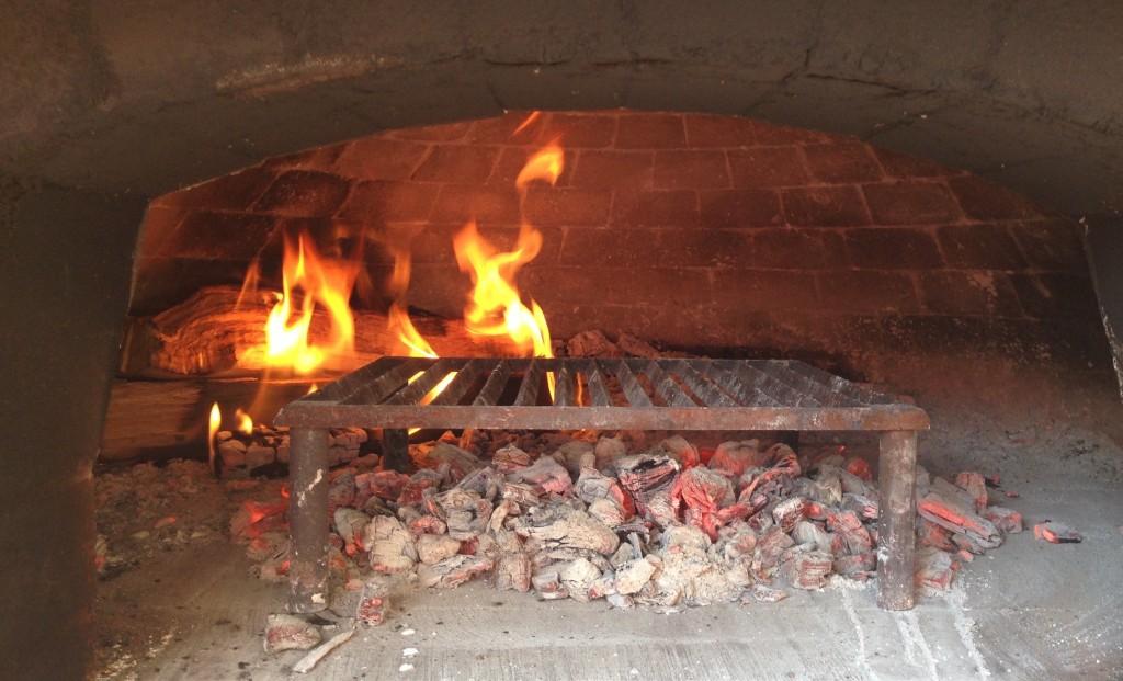 piaaz-oven-tandoor-tuscan-grill-hot-coals-4955