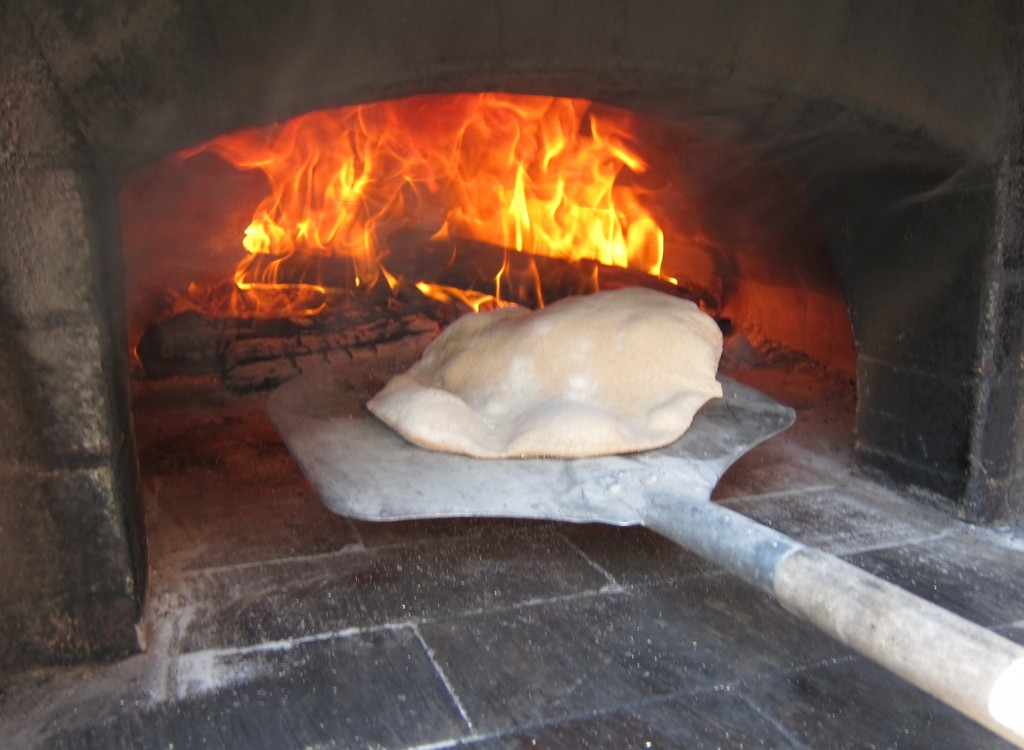 wood-fired-oven-as-tandoor-naan-1357