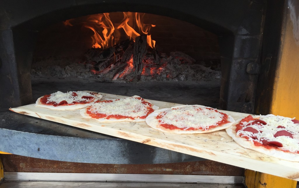 Foolproof-Pizza sauce for wood-fired oven pizza oven.